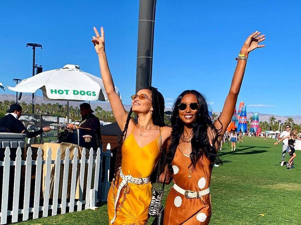 Foto: Gaya Seksi Model Victorias Secret Datang ke Coachella