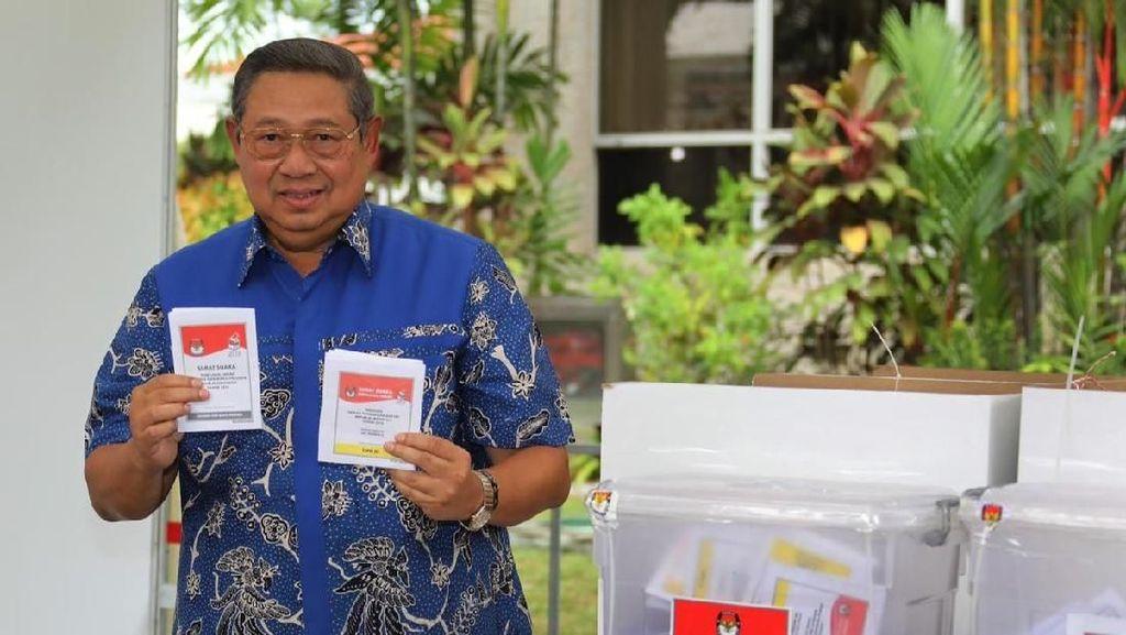 Momen SBY Saat Nyoblos di KBRI Singapura