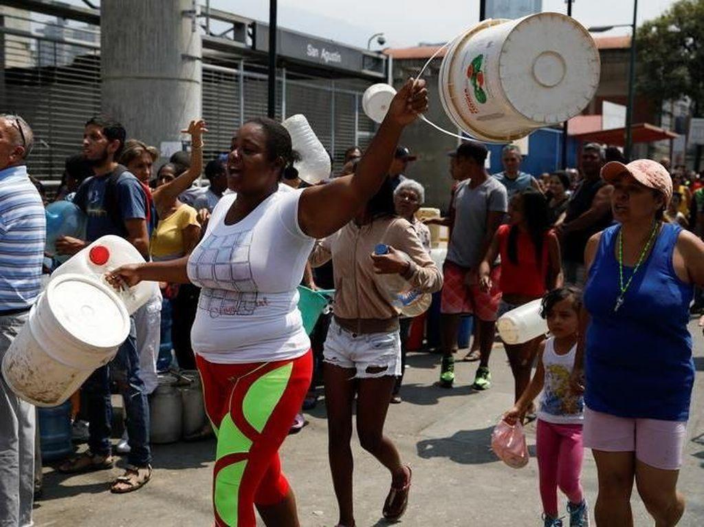 Protes Krisis Air di Negara Kaya Minyak