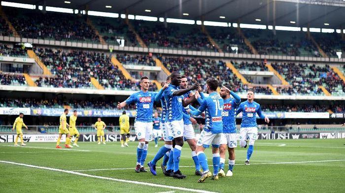 Napoli merayakan kemenangan atas Chievo di Liga Italia. (Foto: Daniele Mascolo/Reuters)