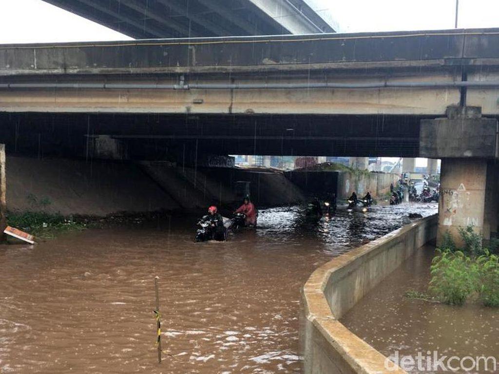 Video Kalimalang Banjir, Banyak Motor Mogok