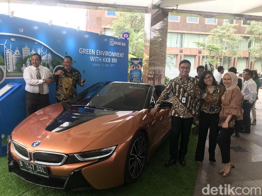 Orang Kaya di Indonesia Beli Mobil Mewah Juga Kredit Lho