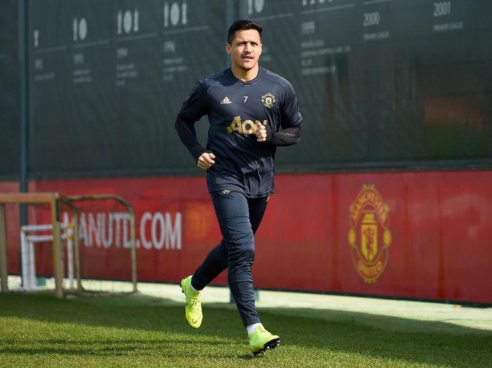 Pemain Manchester United, Alexis Sanchez, dikabarkan bersitegang dengan Mason Greenwood. (Foto: Nathan Stirk/Getty Images)