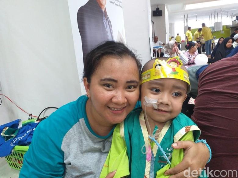 Dari Ambon ke Jakarta Apriani Perjuangkan Kesembuhan Kanker Anaknya
