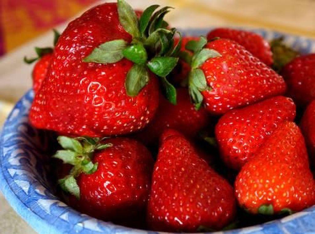 Strawberry Ini Viral Karena Punya Bentuk yang Unik dan Seksi