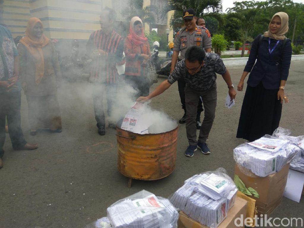 1.275 Surat Suara Rusak dan Sisa di Banda Aceh Dibakar