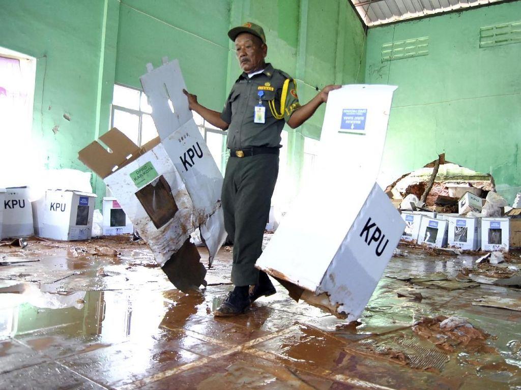 KPU Jabar Sebut 300 Kotak Suara Rusak Terendam Lumpur di Bogor