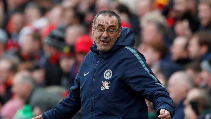 Manajer Chelsea, Maurizio Sarri, mempertanyakan keputusan wasiit saat melawan Liverpool. (Foto: Lee Smith/Reuters)
