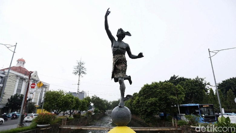 Patung Hermes di Harmoni Ditutupi Kain