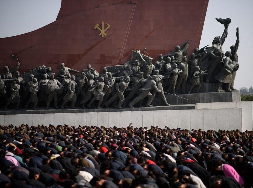 Lautan Manusia di Peringatan Kelahiran Mendiang Kim Il-Sung