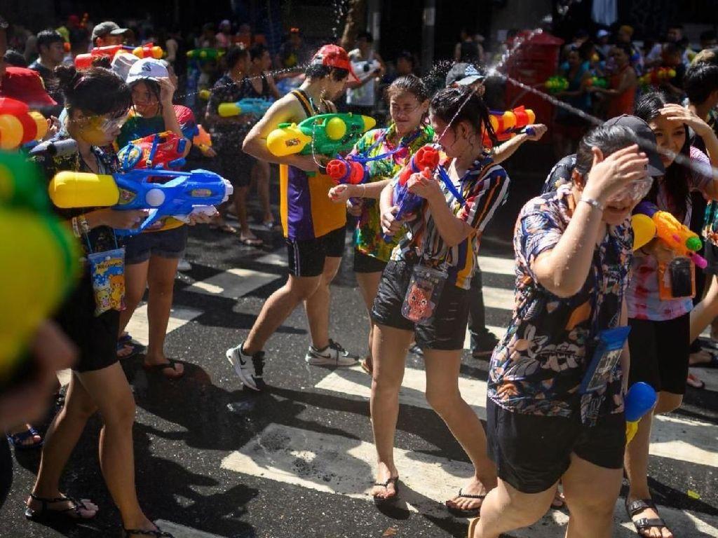 Songkran, Tradisi Basah-basahan Untuk Buang Sial di Thailand