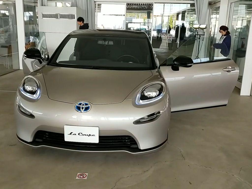 Konsep Mobil Sport Hybrid Toyota