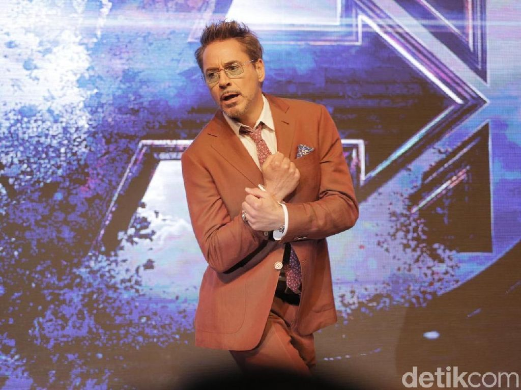 Meme Ant-Man Masuk ke Bokong Thanos Jadi Favorit Robert Downey Jr