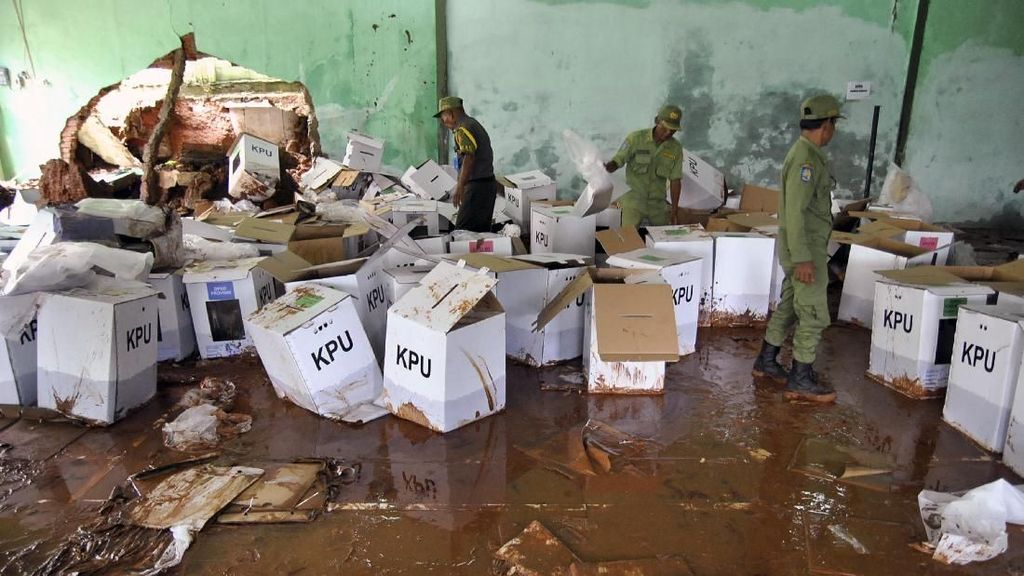 Ratusan Kotak Suara di Bogor Rusak Diterjang Banjir