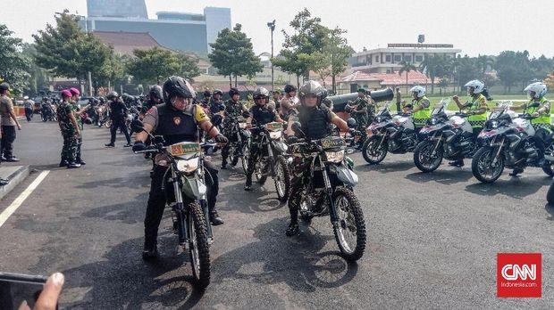 Kepolisian Daerah (Polda) Jawa Timur melakukan pergeseran 1.113 pasukan untuk melakukan pengamanan pada Tempat Pemungutan Suara (TPS) di beberapa wilayah di Jawa Timur.
