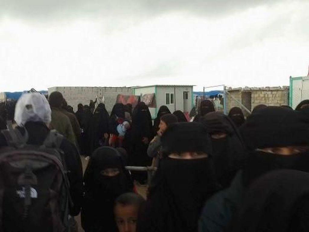 Pengantin ISIS Sekarang Jadi Polisi Moral di Kamp Pengungsi Suriah