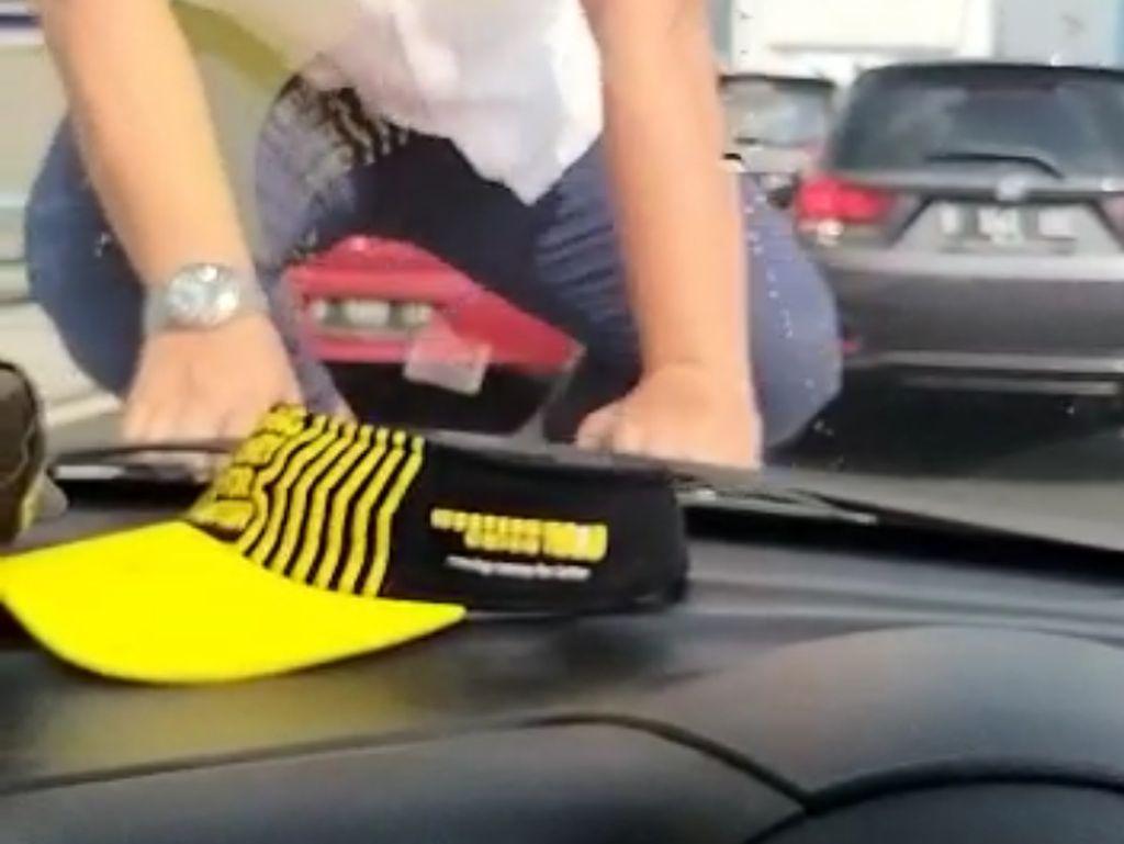 Video Aksi Pengemudi Arogan di Tol Pancoran, Pukul-Injak Kap Mobil