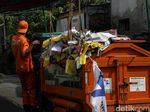 Masa Tenang, Ratusan Ribu Alat Peraga Kampanye di Bekasi Diturunkan