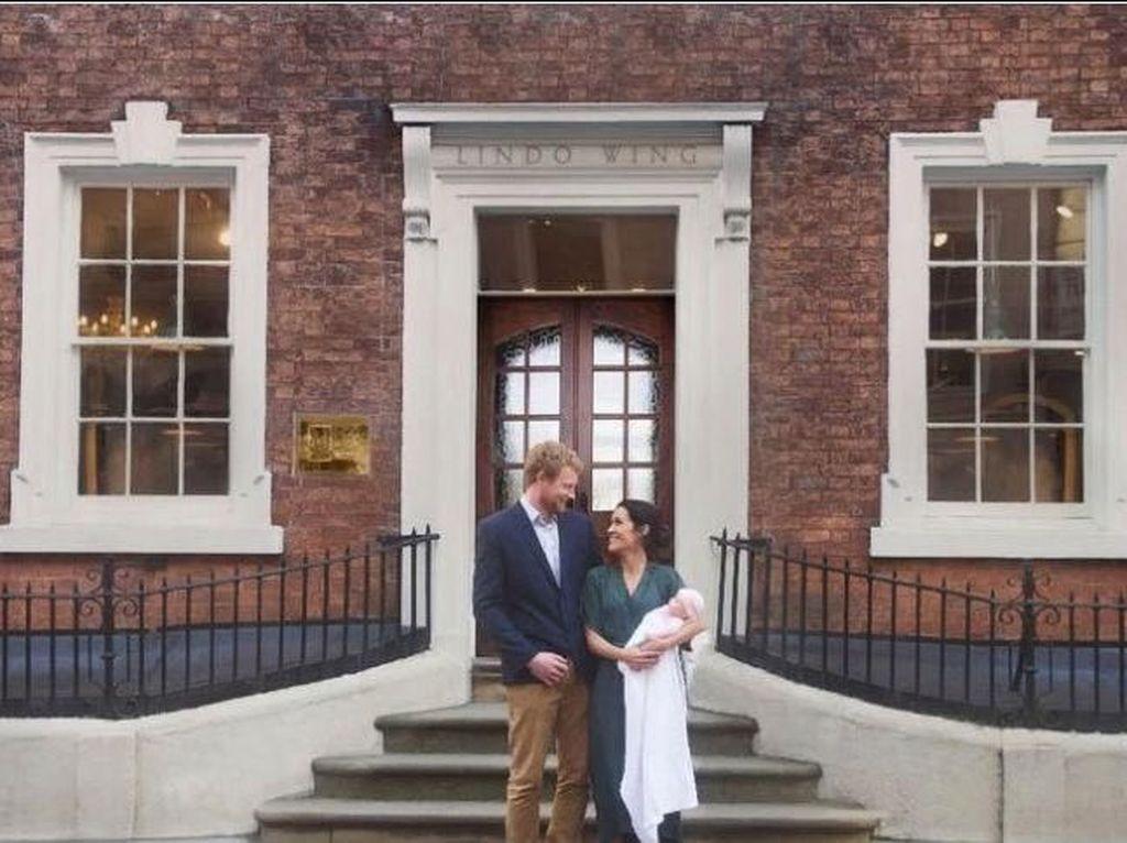 Pangeran Harry dan Meghan Markle Palsu Buat Foto Pasca Melahirkan