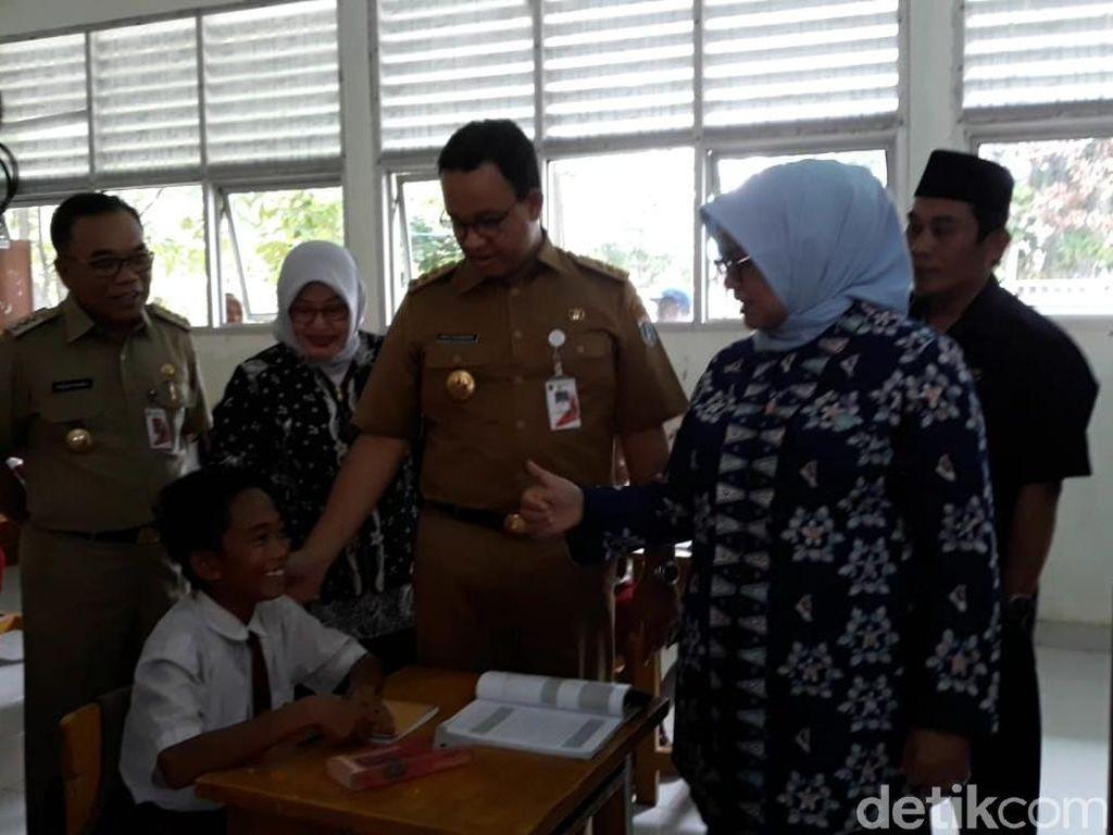 Saat Anies Bertemu Anak Pulau Sebira yang Ingin Seperti Jokowi