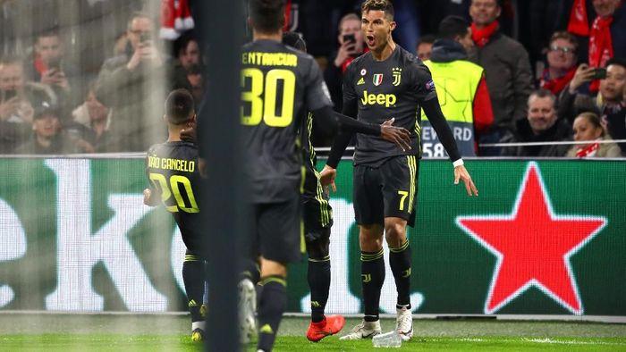 Ajax Amsterdam tak akan jaga khusus Critsiano Ronaldo. (Michael Steele/Getty Images)
