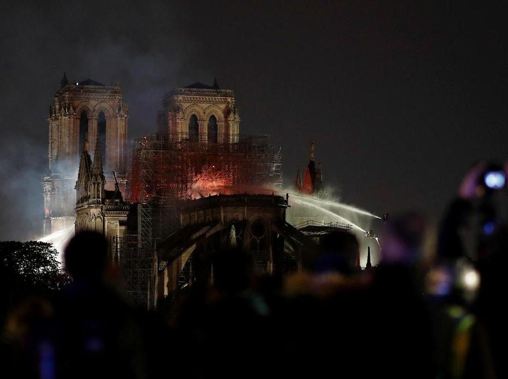 Bos LVMH Sumbang Triliunan Rupiah Bangun Kembali Notre Dame