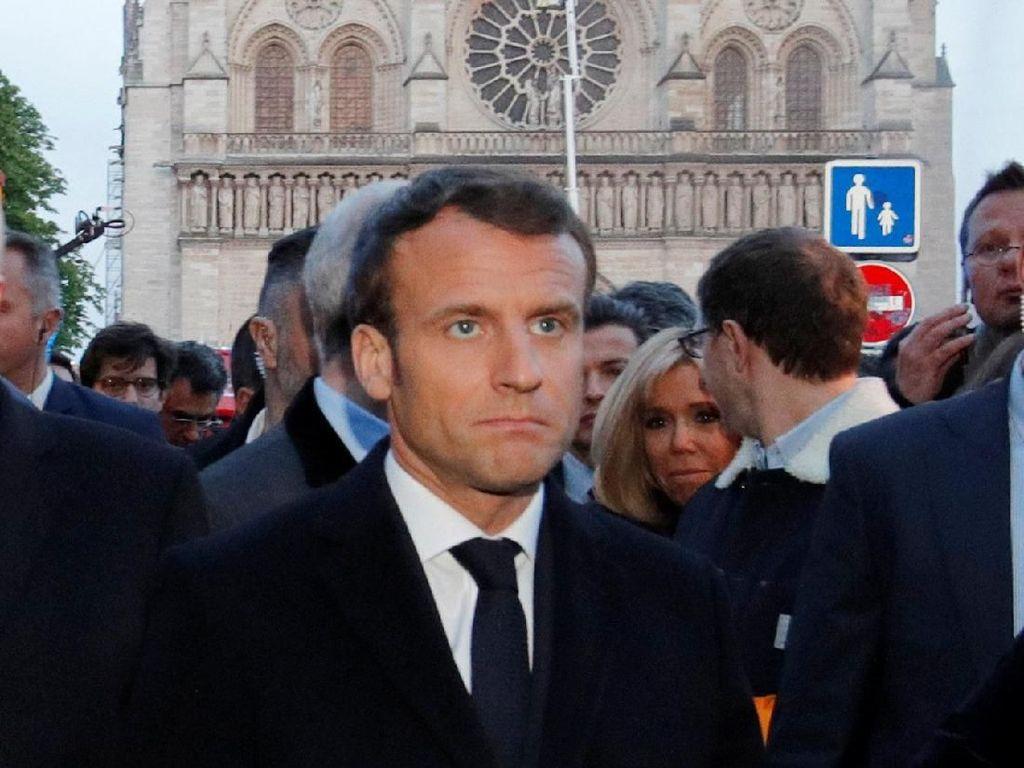 Didampingi PM Philippe, Presiden Macron Cek Kebakaran Gereja Notre Dame