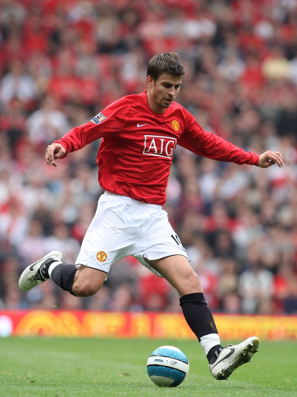 MANCHESTER, UNITED KINGDOM - OCTOBER 06: Gerard Pique of Manchester United during the Barclays Premier League match between Manchester United and Wigan Athletic at Old Trafford on October 06, 2007 in Manchester, England. (Photo by Phil Cole/Getty Images)