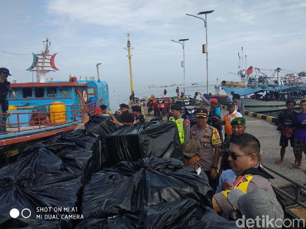 Pengawalan Ketat Distribusi Logistik Pemilu ke Gili Ketapang
