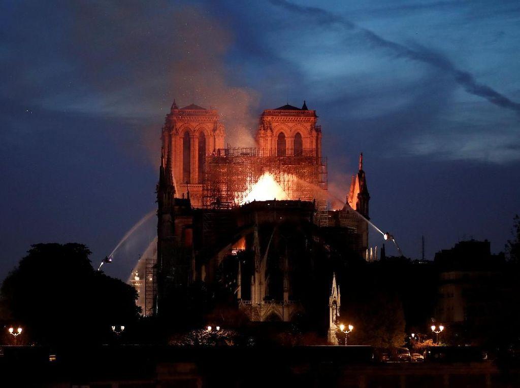 Kebakaran Katedral Notre-Dame Diyakini Tak Disengaja dan Tak Terkait Teror