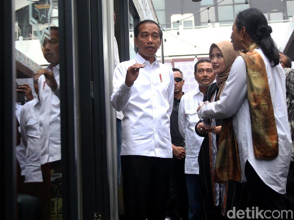 Momen Jokowi Resmikan Halal Park di GBK