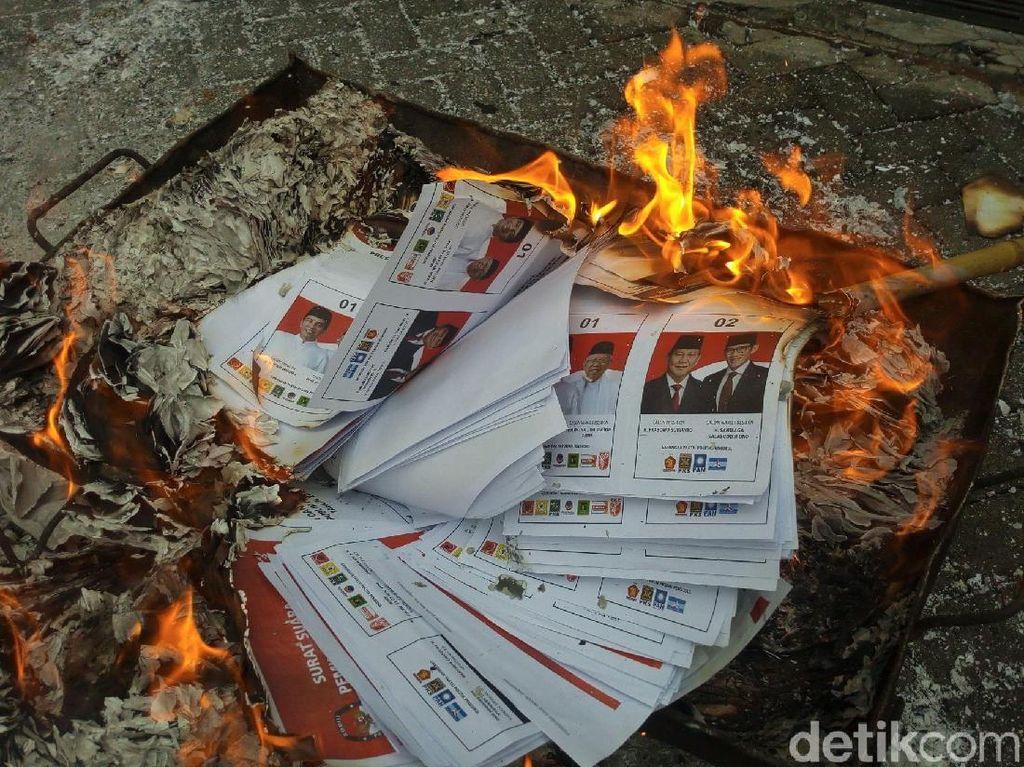 KPU Kabupaten Semarang Bakar 48.163 Surat Suara Sisa dan Rusak