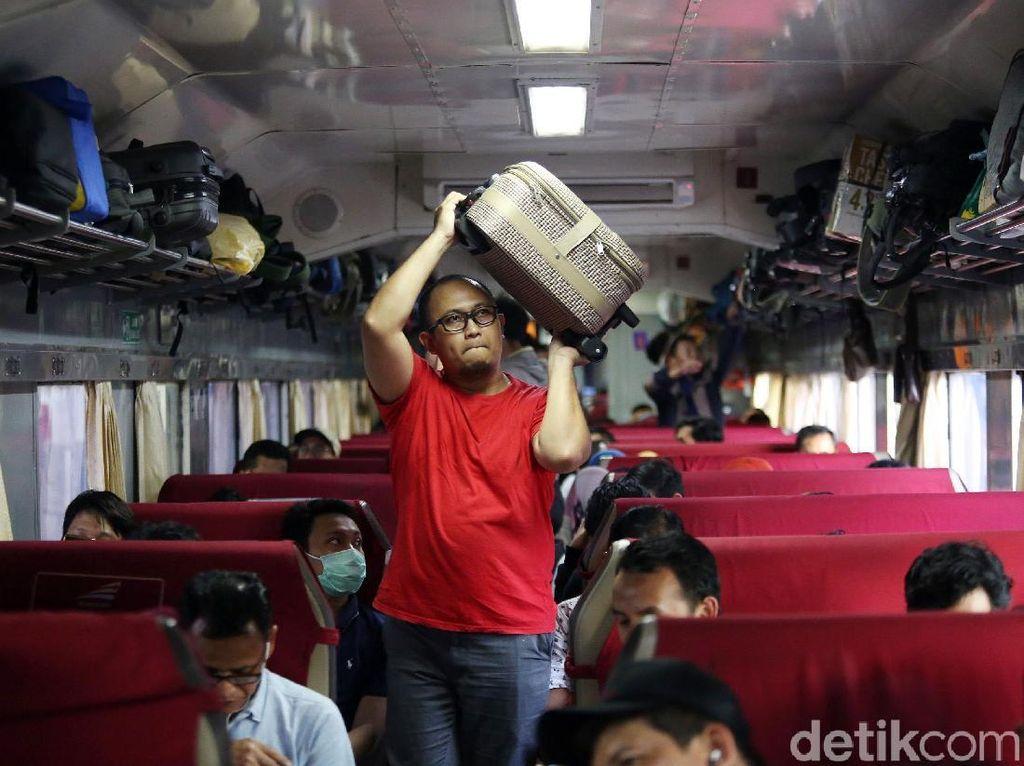Liburan Murah Naik Kereta Api, Bisa Ngeteng Lho!