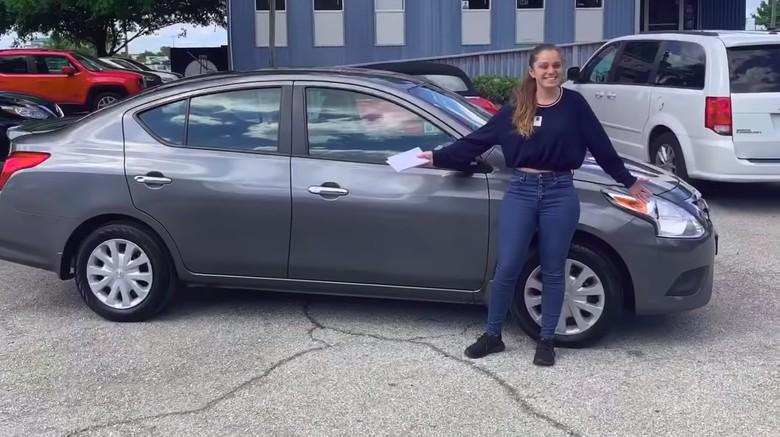 Rawat Kelima Adiknya Sendirian, Remaja Ini Dihadiahi Mobil
