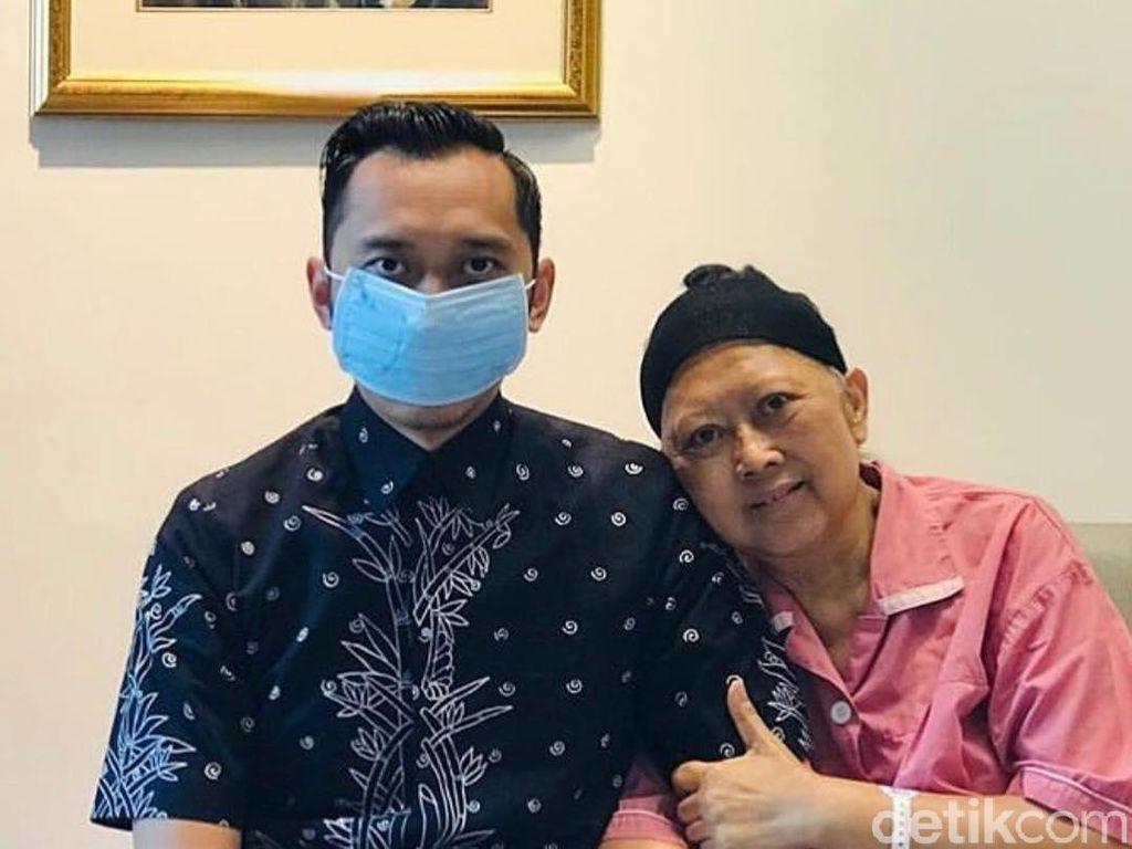 Bahagianya Ani Yudhoyono Dijenguk Ibas di Singapura