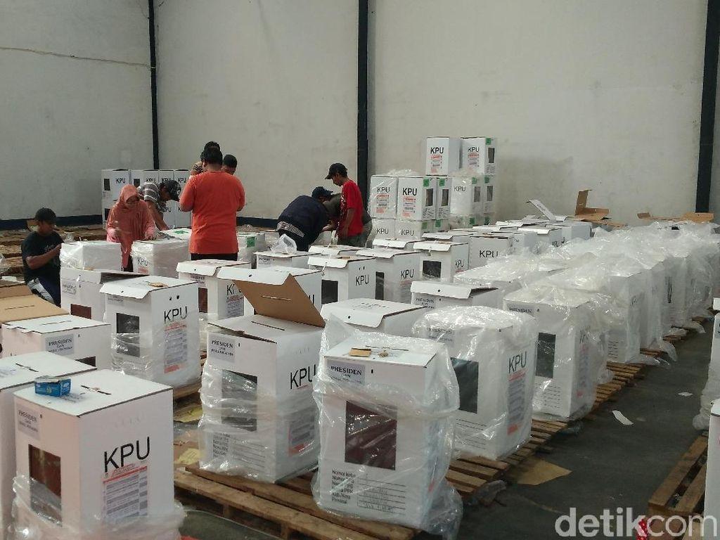 Distribusi 979 Kotak Suara Pilpres di Kota Cirebon Terhambat