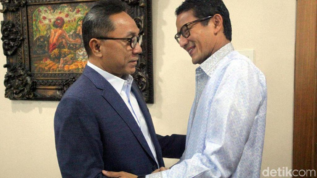 Senyum Sandiaga Uno Saat Temui Ketua MPR Zulkifli Hasan