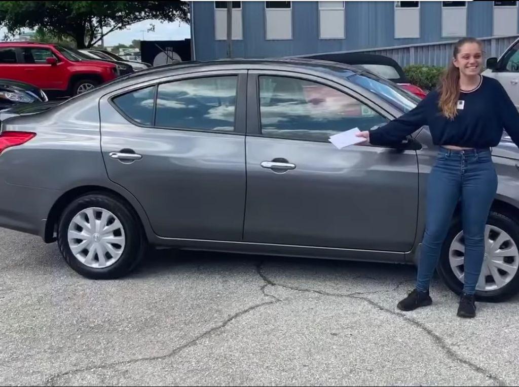 Polisi Beri Hadiah Mobil buat Remaja yang Rawat 5 Adik