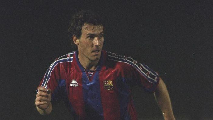 Laurent Blanc cuma berkostum Barcelona selama 30 pertandingan pada 1996/97, tapi mampu memenangi Copa del Rey, Piala Super Spanyol, dan Piala Winners. Setelah berpindah ke Marseille dan Inter Milan, Blanc menghabiskan dua musim terakhir dalam kariernya di MU di mana dia memenangi satu gelar Premier League di 2002/03. Foto: Clive Brunskill/Allsport