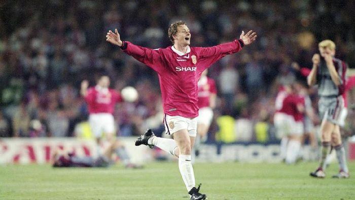 Ole Gunnar Solskjaer mencetak gol penentu kemenangan Manchester United pada final Liga Champions 1999 yang dilangsungkan di Camp Nou (Getty Images)