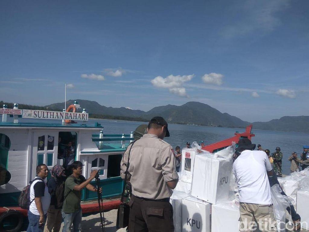 Cerita Petugas Kirim Kotak Suara ke Pulau Terluar Aceh