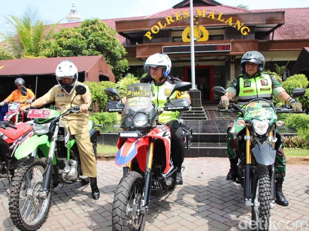 Polri-TNI dan Plt Bupati Malang Keliling TPS Pakai Motor