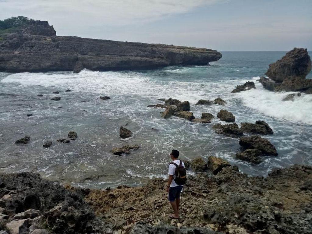 Pantai Watu Lepek Buat Libur Pemilu di Malang