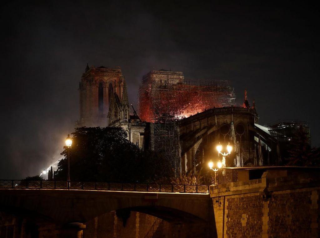 Damkar Paris: Struktur Utama Katedral Notre-Dame Lolos dari Kebakaran