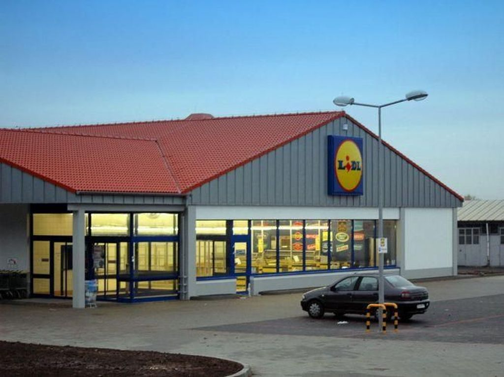 Mobil Sering Error, Parkiran Supermarket Dijuluki Segitiga Bermuda