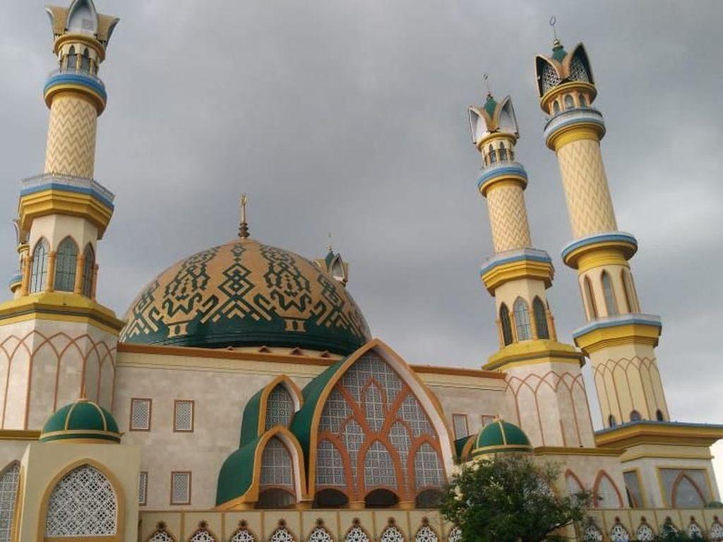 10 Destinasi yang Jadikan RI Juara Wisata Halal
