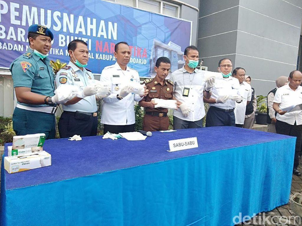 BNNK Sidoarjo Musnahkan Barang Bukti 2,6 Kg Sabu dari Malaysia