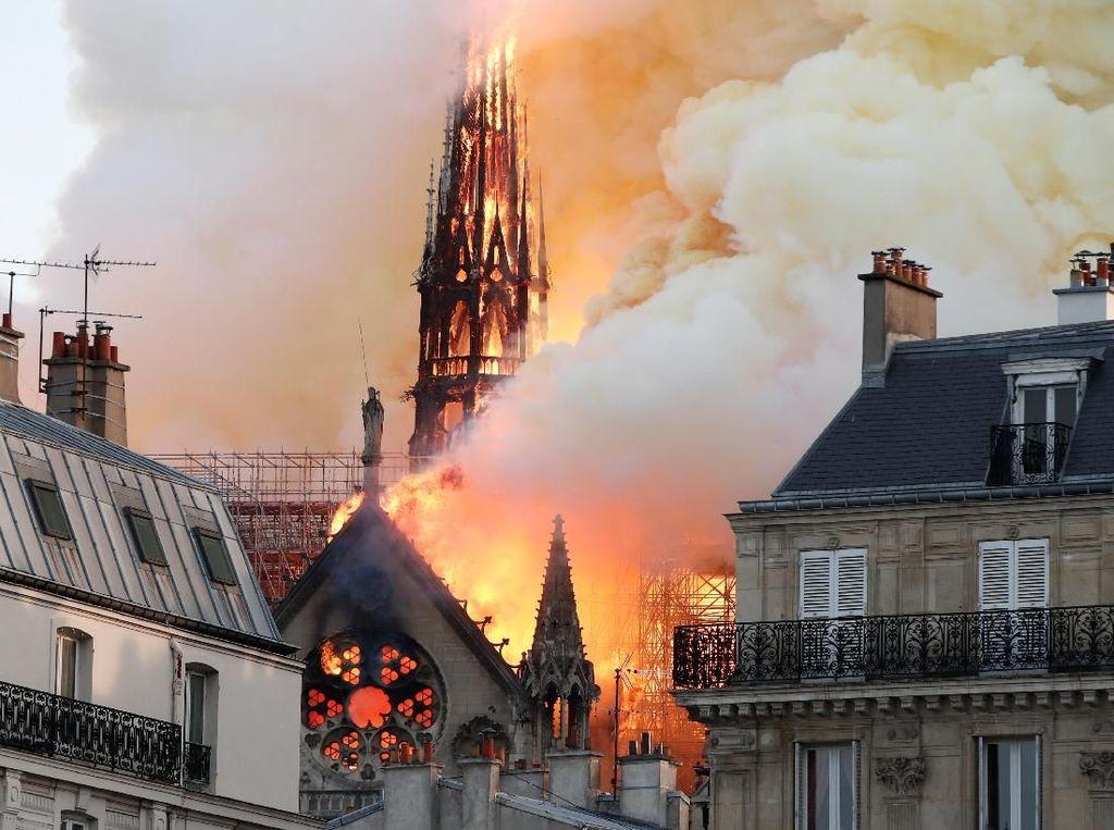 Gereja Bersejarah di Prancis Kebakaran, Piano-Lukisan Abad 17 Hilang