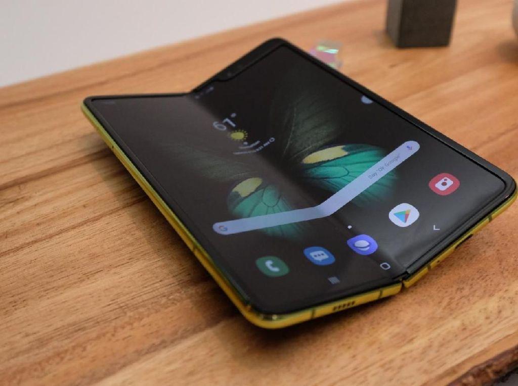 Layar Lipat Galaxy Fold Tak Seawet Klaim Samsung