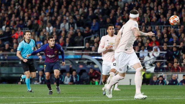 Coutinho mencetak gol fantastis ke gawang Manchester United.